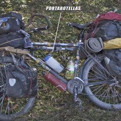 Equipo de cicloturismo clásico, con mayor carga por bolso (136 litros totales).