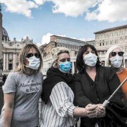 La nueva realidad que trajo el coronavirus: con barbijo a todos lados, distancia social y la necesidad de tener un seguro de salud, por las dudas.