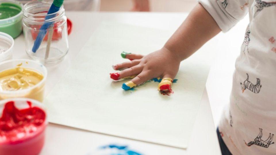 jardin-infantes-nino-jugando