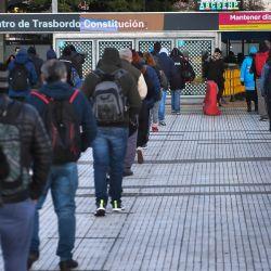 Se realizan controles de circulación en la terminal de la línea del tren Roca de Constitución, al entrar el Área Metropolitana de Buenos Aires (AMBA) en una nueva fase del aislamiento obligatorio, a partir de la multiplicación de casos de coronavirus detectada en los últimos días. | Foto:Télam