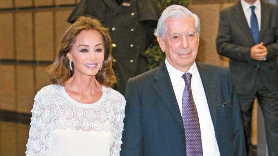 Mario Vargas Llosa, feliz con Isabel Preysler Foto: A.F.P.