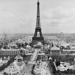 Torre Eiffel en el siglo pasado.