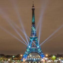 Se mantiene desde hace más de cien años: la torre Eiffel desafía al tiempo.