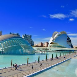 Hoy Valencia es ultramoderna y tiene esta Ciudad de las Artes y las Ciencias como principal distintivo.