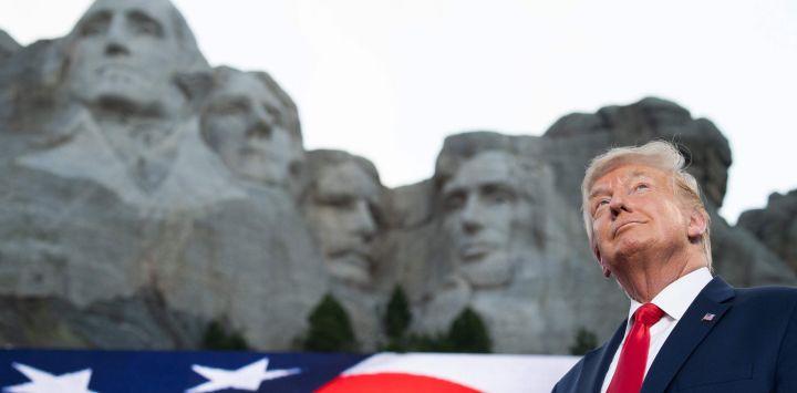 El presidente de los Estados Unidos, Donald Trump, llega para los eventos del Día de la Independencia en el Memorial Nacional Mount Rushmore en Keystone, Dakota del Sur.