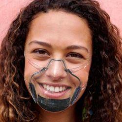 Nuevo barbijo transparente, permite mantener la sonrisa y no se empaña.