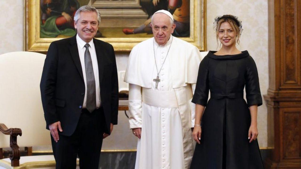 Alberto Fernández, el Papa Francisco y Fabiola Yañez   Foto:Cedoc