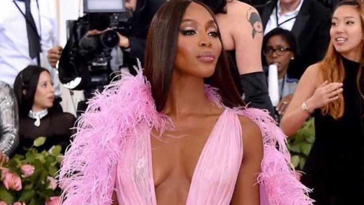 Naomi Campbell se desnudó para una sesión de fotos en un subte de Nueva York