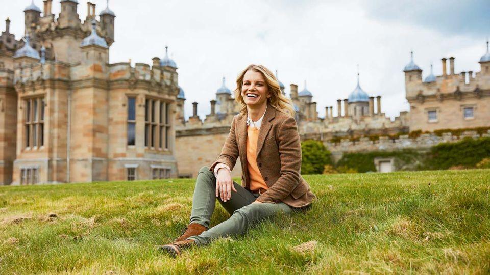 Julie Montagu, la vizcondesa conductora de tv experta en aristocracia