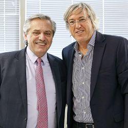 Alberto Fernández con Alejandro Roemmers con motivo de la donación de libros y manuscritos de Borges. | Foto:Cedoc