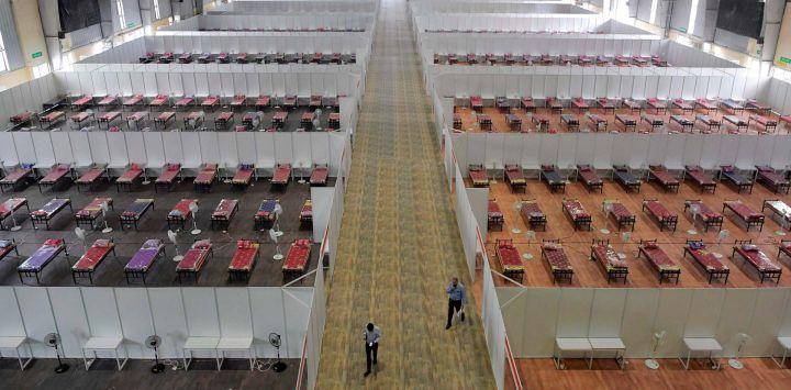 Se ve una visión general de un Centro de Atención COVID con capacidad para 10,100 camas dentro del Centro Internacional de Exposiciones de Bangalore (BIEC) para combatir la crisis del coronavirus COVID-19, en Bangalore.