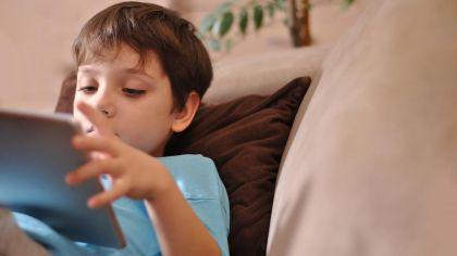 niños con tablet 20200708