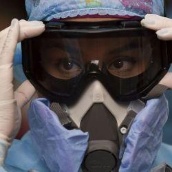 Según la OMS, la letalidad del virus bajó se redujo del 5 al 4,5%.