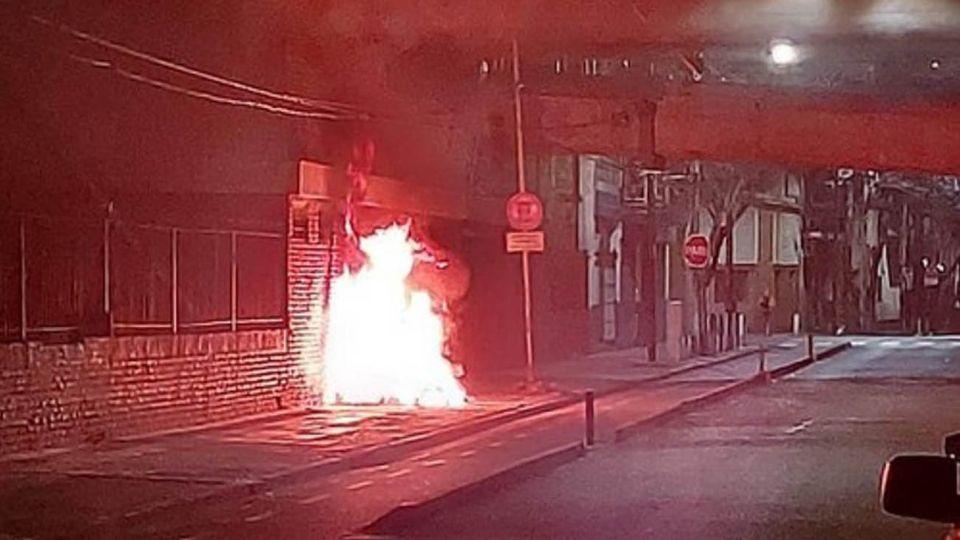 quemaron bajo la autopista 25 de Mayo a una mujer indigente 20200708