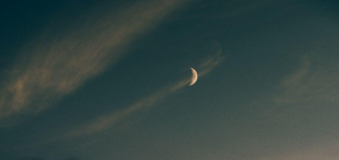 Luna de hoy en Piscis: así afecta a tu signo el 26 de octubre