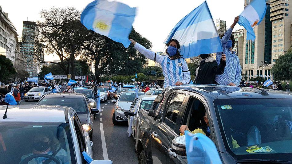 La protesta contra el gobierno de Alberto Fernández se hizo escuchar con fuerza en el centro porteño.
