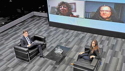 Reportaje. Fontevecchia con la ministra Elizabeth Gomez Alcorta, Mabel Bianco y Diana Maffia.