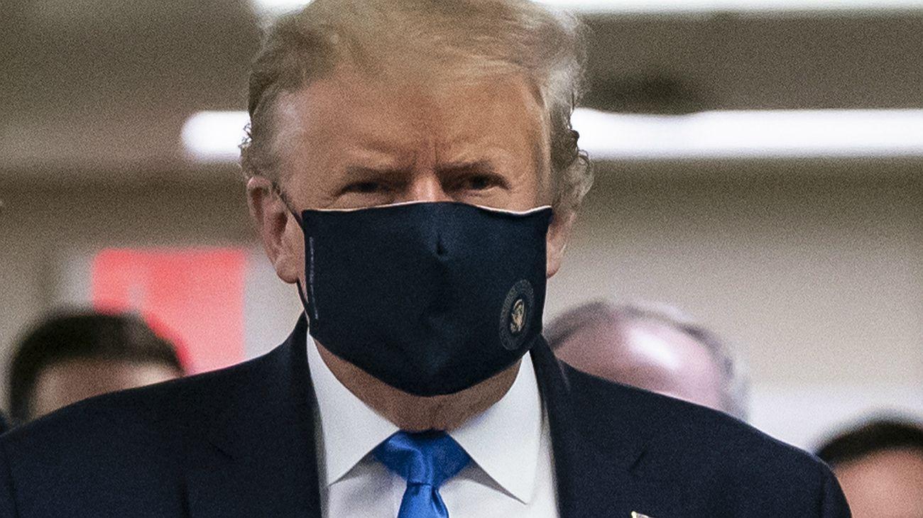 Video   Trump se muestra con tapabocas en público por primera vez durante la pandemia