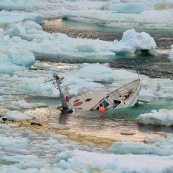 Propiedad de un conocido periodista y empresario brasileño, João Lara Mesquita, el yate tenía 4 personas a bordo cuando se hundió.