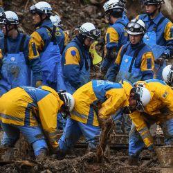 Los equipos de rescate buscan personas desaparecidas en Fukuhama, prefectura de Kumamoto, después de que fuertes lluvias e inundaciones devastaron la región. | Foto:CHARLY TRIBALLEAU / AFP