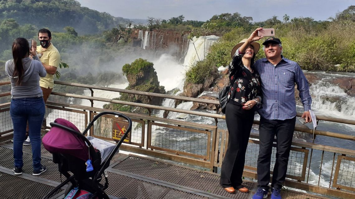 Handout picture released by Parques Nacionales showing residents of Puerto Iguazu visiting the Iguazu Falls at Iguazu National Park in northern Argentina, on July 11, 2020 during the coronavirus pandemic. Argentina opened up the Iguazu National Park to local residents only as part of a first phase on July 11, 2020, after being closed for more than 100 days due to Covid-19.