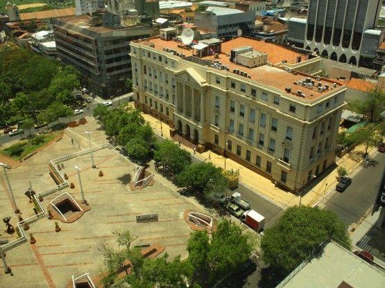 El Banco Nacional de Fomento, uno de los edificios emblemáticos de Asunción, Paraguay.