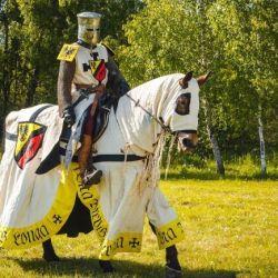 Caballeros que pasaban sus vidas aprendiendo a blandir lanzas, espadas y dagas para pelear en las Cruzadas.