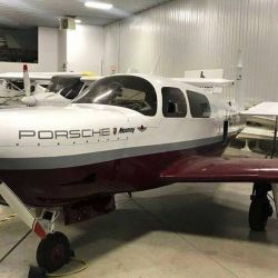 Porsche y la compañía Mooney decidieron fabricar en conjunto esta aeronave.