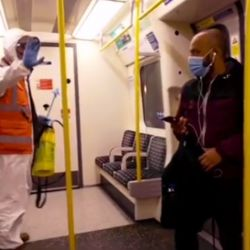 Banksy en el metro de Londres. | Foto:Cedoc.