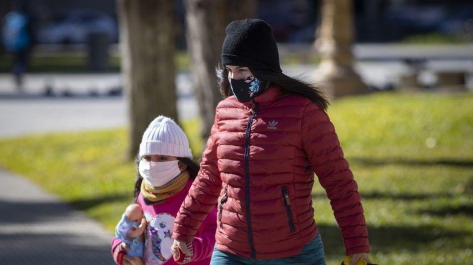 gente caminando por la calle con tapabocas 20200716