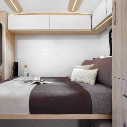 Para descansar ofrece una cama abatible de 1,47x1,88 metros.