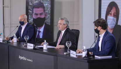 """El presidente Alberto Fernández anuncia que """"entre el 18 de julio y el 2 de agosto vamos a ir tratando de volver a la vida habitual"""", durante la conferencia de prensa ofrecida en OlivoS"""