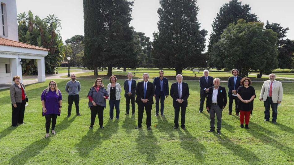 El Presidente se reunió con el comité de expertos médicos y científicos 20200717