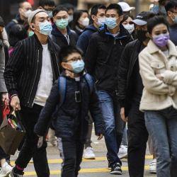 Científicos británicos aseguran que el virus del COVID-19 perdurará por muchos años.