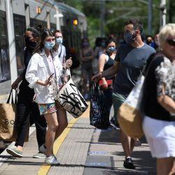Los científicos no descartan la aparición de una segunda ola fuerte de la pandemia a nivel mundial.