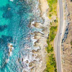 La Great Ocean Road es considerada una atracción turística en sí misma, donde se suelen realizar eventos de ciclismo y maratones.