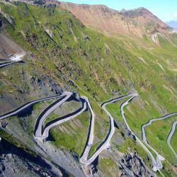 El Paso Stelvio tiene 2.757 metros de altitud y es el segundo paso de montaña más alto de los Alpes.