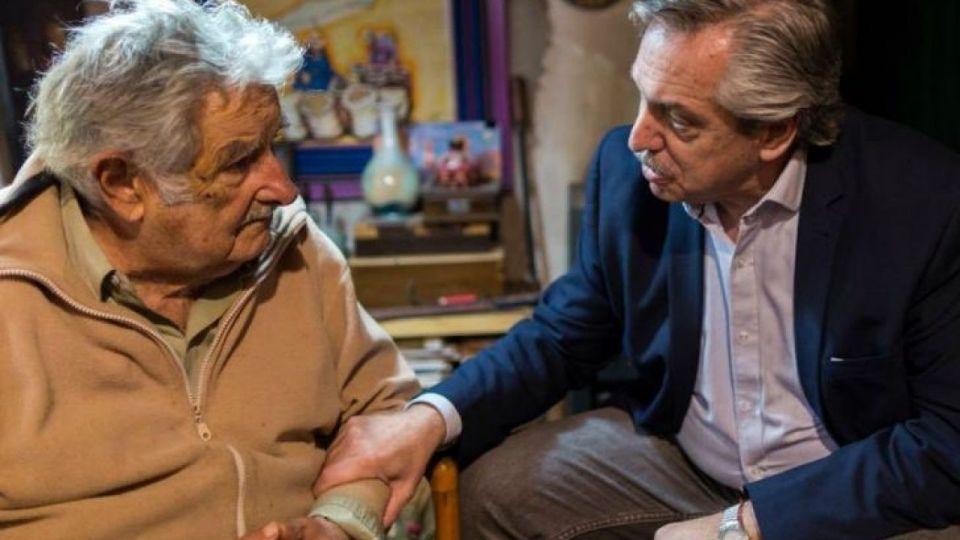 Alberto Fernández visita a Pepe Mujica