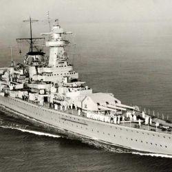 El Graf Spee fue un buque de la clase Deutschland, un modelo difícil de clasificar, ya que en teoría eran cruceros fuertemente blindados y artillados, pero que estaban a medio camino de un acorazado.