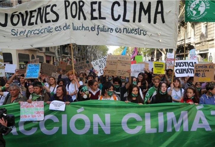 #BastaDeFalsasSoluciones fue tendencia este jueves en las redes sociales y marcó la agenda verde.
