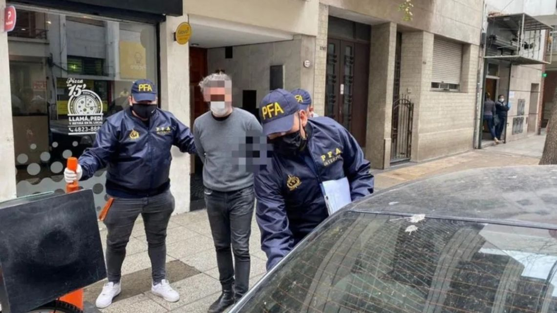 An alleged member of Italian mafia group, 'Ndrangheta, being arrested in Buenos Aires.