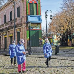 A group of health agents looking for Covid cases in Buenos Aires.