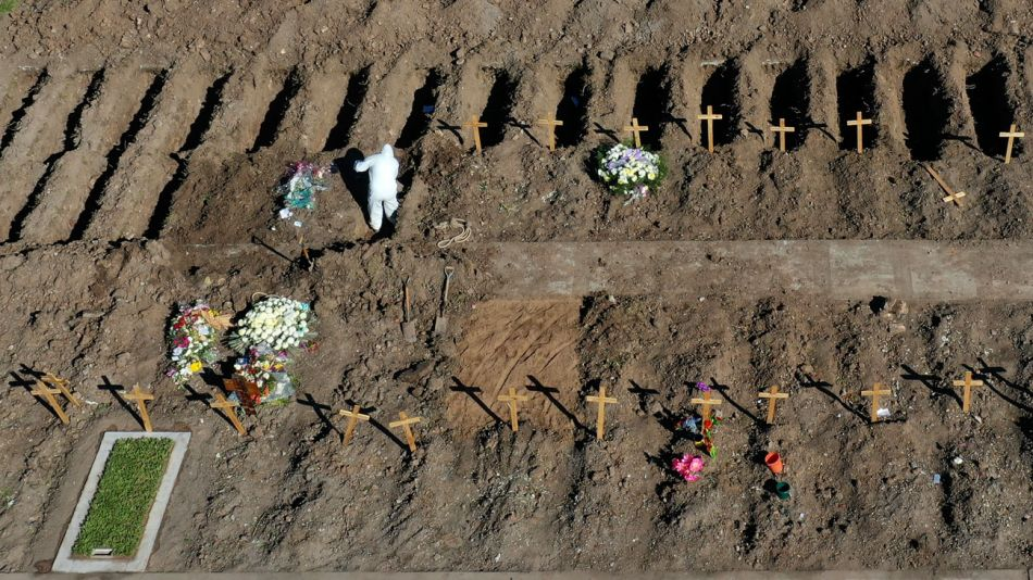 Cementerio Flores Tumbas Coronavirus 25072020