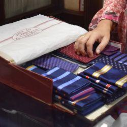 Elegancia en Génova: en Finollo se consiguen desde 1899 corbatas de seda de alta calidad. Foto: Ute Müller/dpa