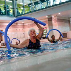 Las nuevas restricciones de bloqueo de coronavirus se alivian para permitir que los gimnasios, centros de ocio y piscinas cubiertas en Inglaterra se reabran.   Foto:ADRIAN DENNIS / AFP