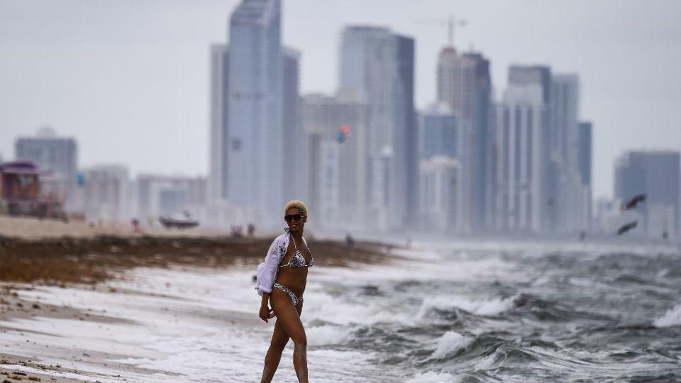 El condado de Miami-Dade es actualmente el epicentro de la pandemia en EE.UU., y los funcionarios de salud locales informan más de 2.000 nuevos casos diarios desde el 1 de julio.