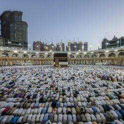"""Los musulmanes que participen en la gran peregrinación no podrán tocar ni  besar la Kaaba ni la """"piedra negra""""."""