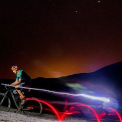 El ciclista portugués Tiago Ferreira subió en bicicleta y en 24 horas a a 17,753 metros de altura (equivalente a más de dos veces el Everest).