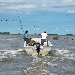 Los pescadores lograron  un permiso para conducir hasta el lugar de pesca  y respetar la distancia  social.