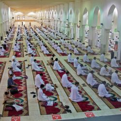 Los peregrinos musulmanes asisten a las oraciones en la mezquita de Nimrah, en el Día de Arafat, el clímax de la peregrinación del Hajj en la ciudad sagrada de La Meca, Arabia Saudita.  | Foto:Saudi Ministry of Media / AFP